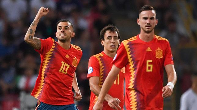 Ceballos celebra su gol ante Italia junto a Fabián (Foto: EP).