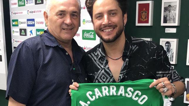 Rafael Gordillo posa junto a Manu Carrasco (Foto: Real Betis)
