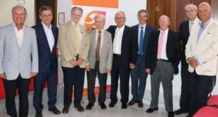 Asistentes al homenaje organizado para reconocer la carrera de José María Madrigal