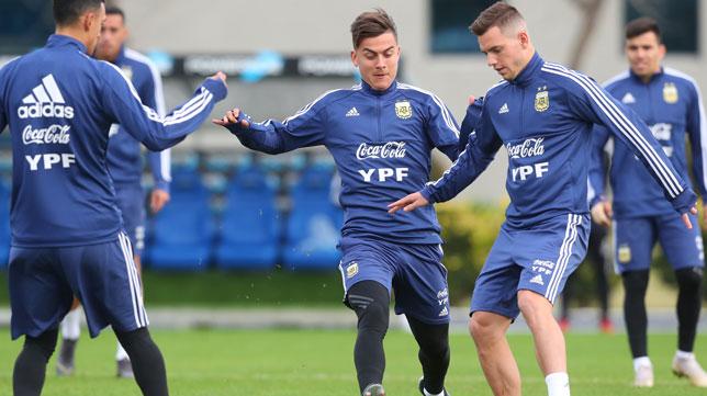 Lo Celso y Dybala, durante un entrenamiento de la selección argentina (Foto: Reuters)