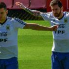 Lo Celso y Messi, durante un entrenamiento con Argentina en la Copa América (Foto: AFP)
