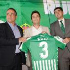 Rubi, junto a Alexis y Ángel Haro, en su presentación (Juan Flores)
