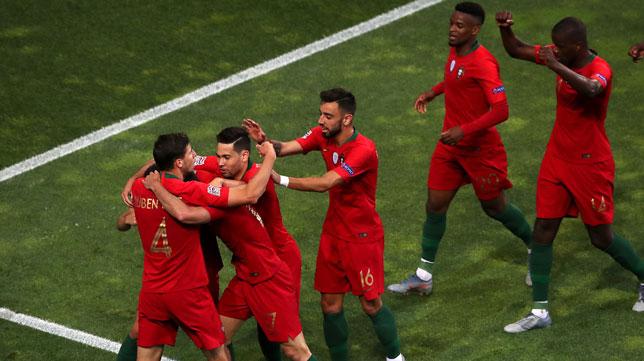 William Carvalho celebra con sus compañeros el gol de Guedes en el Portugal-Holanda de la Liga de Naciones (Foto: EP)