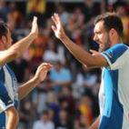 Víctor Sánchez felicita a Borja Iglesias tras el gol de Ferreyra ante el Lens (Foto: RCD Espanyol).