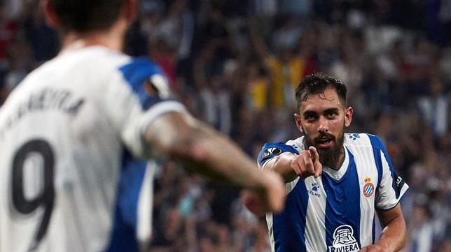 Borja Iglesias celebra uno de los goles que marcó al Stjarnan en la Europa League (Foto: EFE)