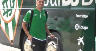 Feddal se monta al autobús del Betis para viajar a Portugal