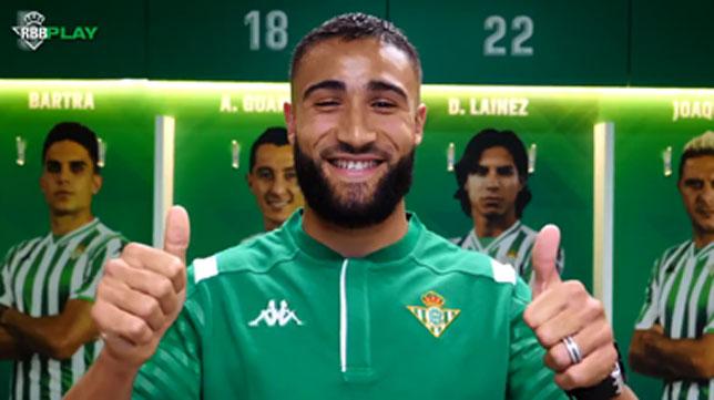 Fekir posa en el vestuario del Real Betis (Foto: Real Betis):