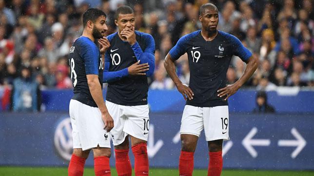Fekir, junto a Mbappé y Sidibe durante un partido de la selección francesa (Foto: AFP).