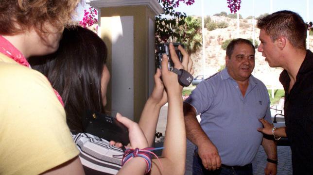 Joaquín, junto a su padre, en las instalaciones de Montecastillo, en 2002 (Foto: Paco Martín)