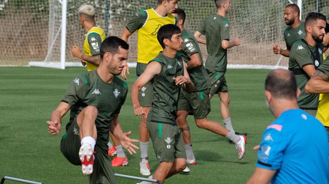 Juanmi e Inui, durante un entrenamiento en Montecastillo (Foto: Paco Martín)