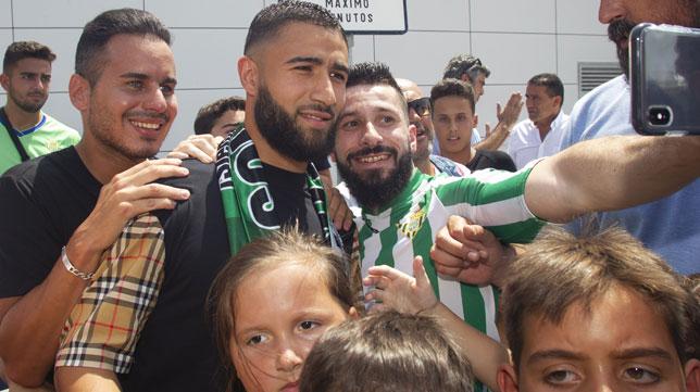 Nabil Fekir, a su llegada a Sevilla para firmar por el Betis (Foto: Manuel Gómez).