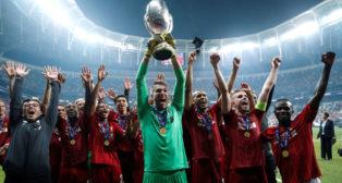 Adrián celebra la victoria con el Liverpool (foto: Reuters/John Sibley)