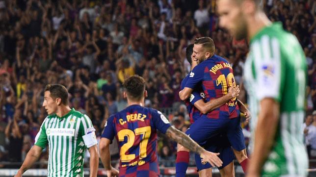 Los jugadores del Barcelona celebran el tanto de Jordi Alba (foto: AFP)