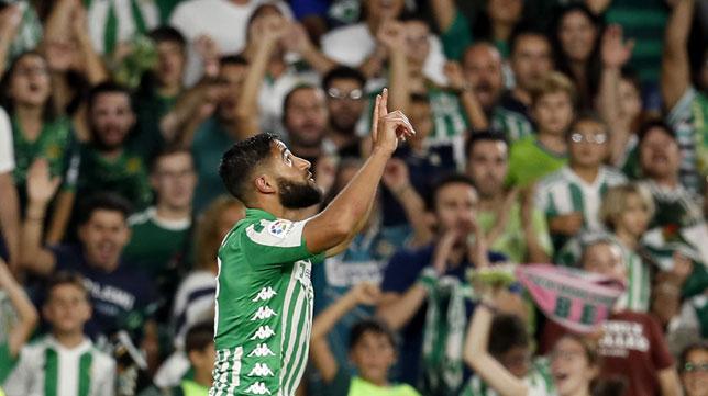 Fekir, jugador del Betis, celebra su gol al Leganés (foto: EFE)