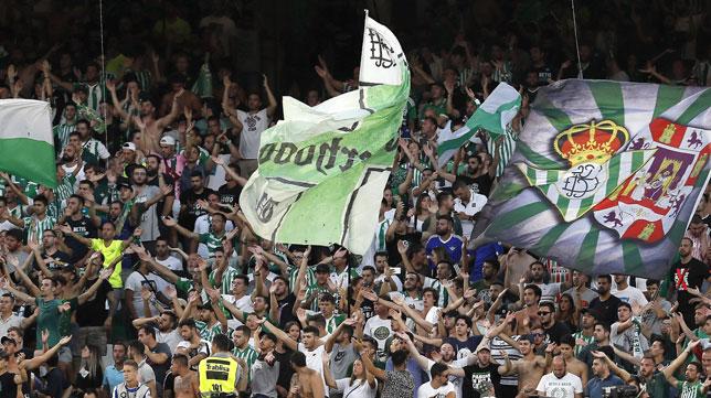 Aficionados del Betis en el Benito Villamarín