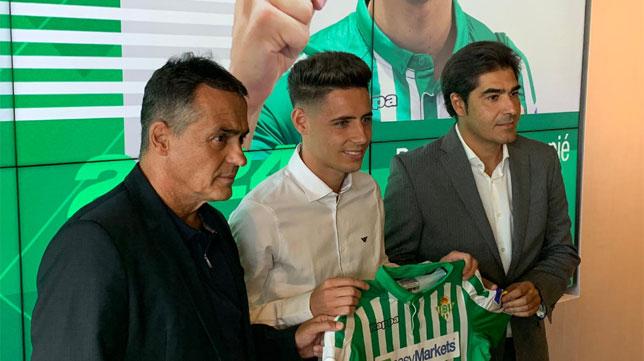 Álex Moreno, junto a Alexis y Ángel Haro