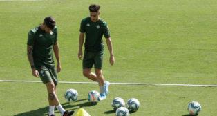 Álex Moreno en su primer entrenamiento con el Real Betis. Foto: Juan Flores