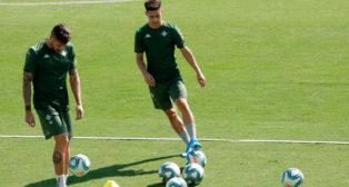 Álex Moreno, en su primer entrenamiento como jugador del real Betis (Foto: JUAN FLORES)
