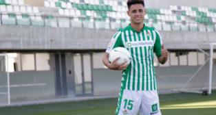 Presentación de Álex Moreno como jugador del Betis (Foto: JUAN FLORES)