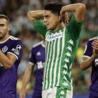 Bartra se lamenta en una acción del Betis-Valladolid (Manu Gómez)