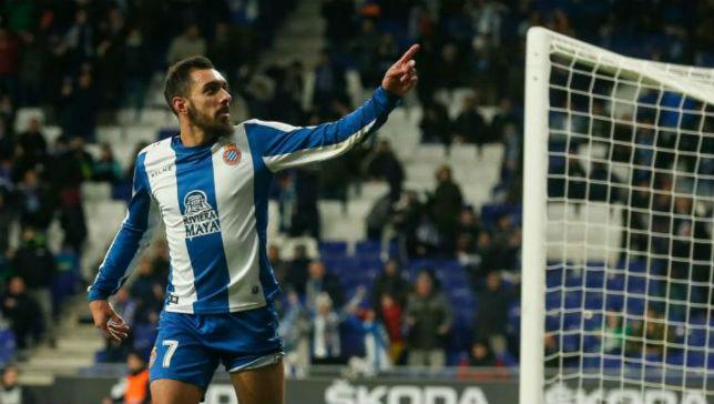 Borja Iglesias celebra su gol contra el Betis en la Copa del Rey 2018-19 (AFP)