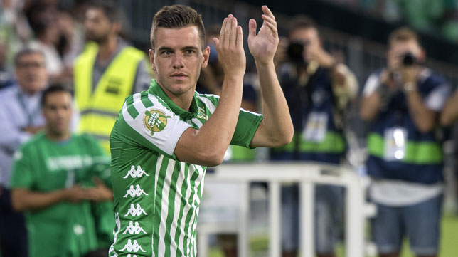 Lo Celso aplaude cuando fue presentado antes del Betis-Las Palmas (Foto: Juan José Úbeda).