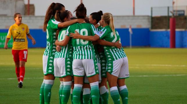 Las jugadoras del Betis Féminas celebranel gol de Bea Parra (Foto RBB
