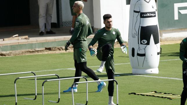 Dani Martín , en un entrenamiento del Betis (Foto: JUAN FLORES)