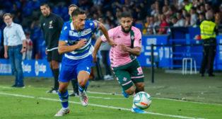 Fekir lucha un balón durante el Deportivo - Betis (Foto: ALEXANDRE VARELA)