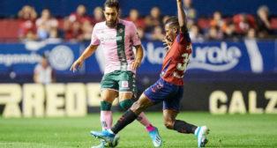 Borja Iglesias, en un lance del partido en El Sadar (Foto: Real Betis)