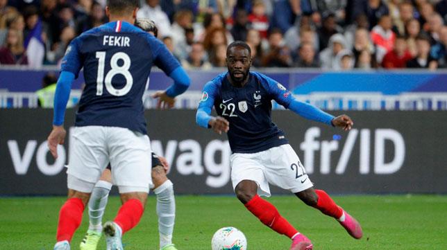 Ikoné busca a Fekir en la pared del cuarto gol de Francia ante Albania (Foto: AFP).