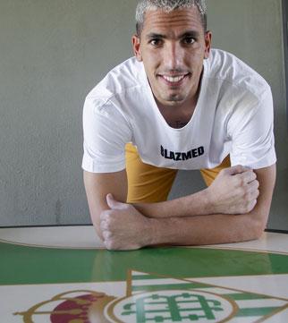 Joel Robles posa para ABC de Sevilla en la ciudad deportiva Luis del Sol (Foto: Manuel Gómez)