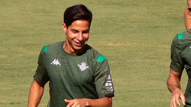 Lainez, durante un entrenamiento del Betis (Foto: MANUEL GÓMEZ)