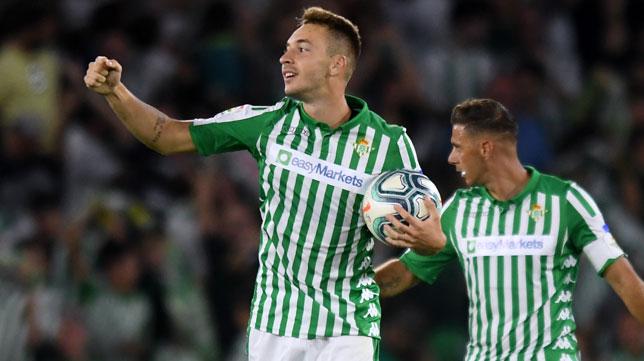 Loren celebra el gol anotado en el Betis-Leganés (Foto: J. J. Úbeda)