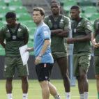 Rubi se dispone a iniciar una sesión de entrenamiento en el Benito Villamarín (Foto: Juan Flores)