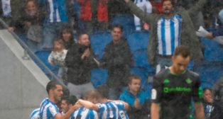 Los jugadores de la Real Sociedad celebran uno de sus goles (Foto: EFE)