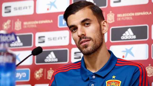 Dani Ceballos, en una rueda de prensa con la selección española (Foto: EP)