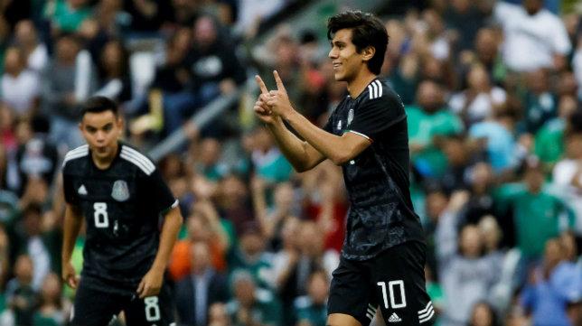 Macías celebra un nuevo gol con México, ante Panamá (3-1)