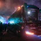 El autocar del Betis, a su llegada al Villamarín para el derbi (Foto: Manu Gómez)