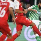 Fekir golpea el esférico en un lance del derbi (Foto: Juan José Úbeda)