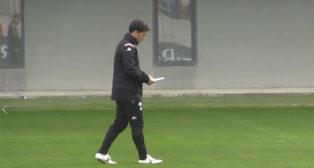 El entrenador del Betis, Rubi, durante una sesión en la ciudad deportiva