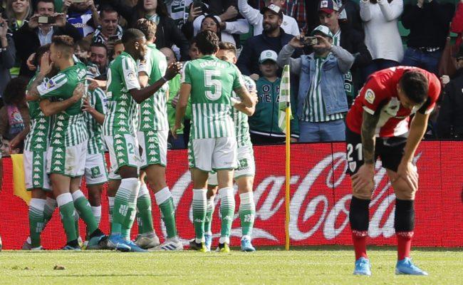 Los jugadores del Real Betis celebran el segundo gol de Joaquín Sánchez ante el Athletic de Bilbao (Foto: EFE)