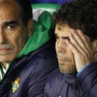 El entrenador del Betis, Rubi, junto a su segundo, Jaume Torras, en el partido de la Copa del Rey ante el Antoniano (Foto: Manuel Gómez)