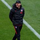 El técnico del Atlético de Madrid, Simeone, durante un entrenamiento (Foto: ABC)