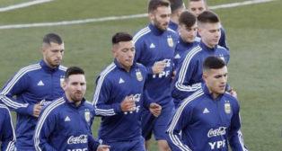 Guido Rodríguez y Germán Pezzella, en un entrenamiento con Argentina