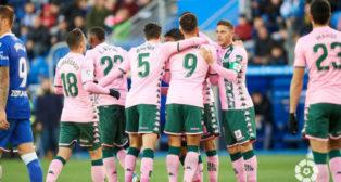Celebraciónde los jugadores del Real Betis ante el Alavés. Foto: LaLiga