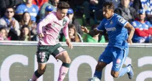 Damián presiona a Álex Moreno durante el Getafe-Betis (Foto: LaLiga).
