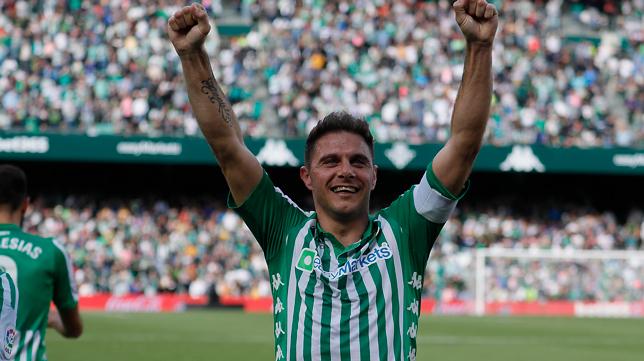 Joaquín celebra su gol en el Betis - Real Sociedad (Foto: RAÚL DOBLADO)