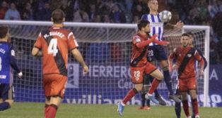 Franco Russo salta con Pozo en el Ponferradina-Rayo (Foto: LaLiga)