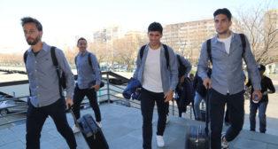 Canales, Guardado, Aleñá y Bartra, en la salida del Betis rumbo a Madrid para jugar en Leganés (Foto: Rocío Ruz/ABC)